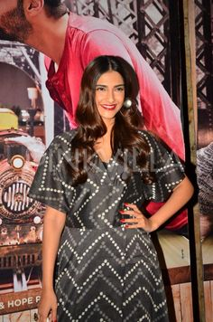 Sonam Kapoor Catches a Screening of 'Ki & Ka' With Other Bollywood Celebs! | PINKVILLA