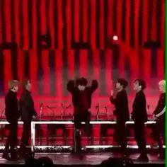 Mic drop is my favorite mv Bts Video, Foto E Video, Bts Bangtan Boy, Bts Jungkook, Foto Bts, Taehyung, J Hope Gif, Bts Dancing, Seokjin