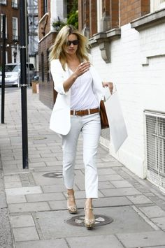 Kate Moss showing us all a thing or two about wearing all white