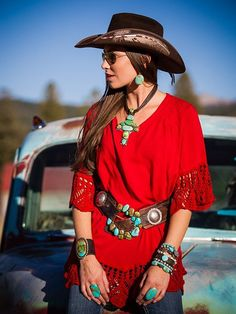Cowgirl Hats with red dress just amazing Cowgirl Chic, Western Chic, Cowgirl Mode, Estilo Cowgirl, Estilo Hippie, Cowgirl Style, Western Wear, Gypsy Cowgirl, Cowgirl Hats