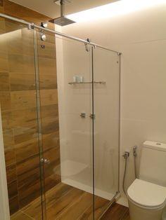 Banheiro. Revestimento piso banheiro e parede box. Interessante.