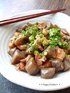 こんにゃくと鶏肉のとろとろこってり味噌煮 by たっきーママ Easy Chicken Recipes, Asian Recipes, Healthy Recipes, Easy Cooking, Cooking Recipes, Cooking Bacon, Cooking Chef, Clean Eating, Japanese Recipes