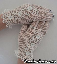 This group is dedicated to the creation, care and collection of irish crochet. Thread Crochet, Crochet Scarves, Crochet Clothes, Irish Crochet, Crochet Lace, Crochet Chart, Lace Gloves, Knitted Gloves, Crochet Gloves Pattern