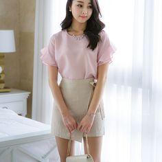DOS CHIPPON RUFF BL   . . .  #koreanfashion #kfashion #glamour #beauty #gorgeous #chiffonRuffBLouse #BeaGorgeousHera Chiffon Ruffle, Ruffle Blouse, Korean Fashion, Blouses, Glamour, Blouse, Korea Fashion, Korean Fashion Styles, Hoodie