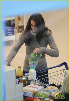 Clinton & Stacey can forget about convincing me I must dress up to go grocery shopping - one of my favorite things about HRH Catherine is that she's re-written the style rules with a lot of practicality!