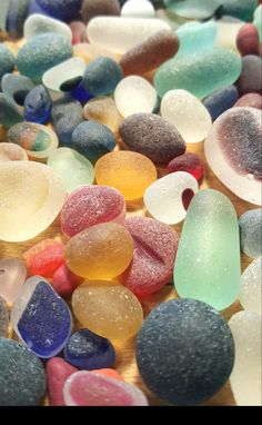 Rare English sea glass ♡ Caves, Sea Glass, Handcrafted Jewelry, Sea Shells, Easter Eggs, Projects To Try, Ocean, English, Glasses