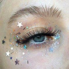 Makeup, make up eye, star makeup, makeup art, festival makeup gli Makeup Goals, Makeup Inspo, Makeup Inspiration, Makeup Ideas, Aesthetic Eyes, Aesthetic Makeup, Aesthetic Drawing, Aesthetic Art, Cute Makeup