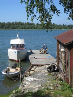 Kalaranta, the old fishing barn site in Kaskinen, takes you back to a time when fishing was the town's most important livelihood. Here on Myllykallio - the Wind mill hill - you can still smell tar and Baltic herring on the barns and fishing net racks. In the Old Fishing Harbour visitors get to experience one Kaskinen's most genuine sites.  www.visitkaskinen.fi