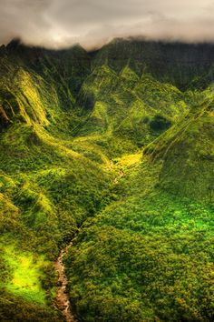 Kauai valleys - As much as I don't like Hawaii, there sure is some beautiful scenery there.