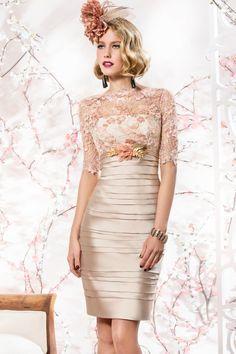 Vestido de madrina corto en encaje modelo 4548 Valerio Luna de Boutique Clara