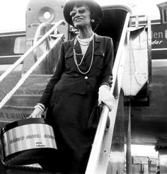 Nunca conoció al hombre, que tiene un bolsillo monedero para objetos pequeños.  Coco Chanel
