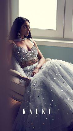 Bridesmaid outfit idea Source by Designer Bridal Lehenga, Indian Lehenga, Lehenga Choli, Indian Bridal Outfits, Indian Designer Outfits, Lehenga Designs, Lehnga Dress, Sarara Dress, Dress Indian Style