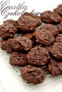 Miękkie ciastka czekoladowe na maślance #chocolate #cookies Sweet Recipes, Cake Recipes, Sweet Little Things, Tasty, Yummy Food, Polish Recipes, Diy Cake, Sweet Tea, Chocolate Cookies