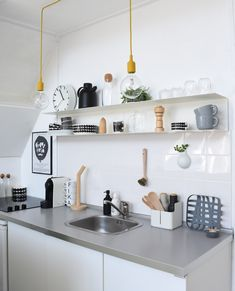 Awesome Kitchen Sink Ideas (Modern, Cool, and Corner Kitchen Sink Design) Nordic Kitchen, Minimal Kitchen, Scandinavian Kitchen, Rustic Kitchen, Kitchen Decor, Scandinavian Interiors, Scandinavian Modern, Ikea Kitchen, Under Kitchen Sinks