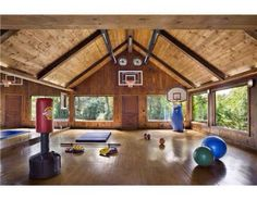 Home Gym! I wan't something like that;)) it doesn't Have to be that big though :)