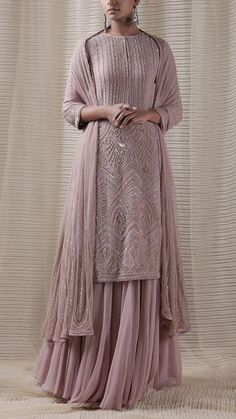 Party Wear Indian Dresses, Designer Party Wear Dresses, Pakistani Dresses Casual, Indian Gowns Dresses, Indian Bridal Outfits, Dress Indian Style, Indian Fashion Dresses, Pakistani Dress Design, Indian Designer Outfits