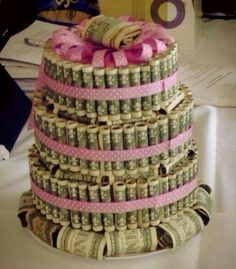 I think I would like to have this cake for my birthday.... Whoever thought of this is a genius!!! I'm sure this would be the ultimate gift from mom to daughter at a baby shower : D  love it!!