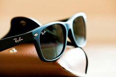 Ray-Ban Wayfarer é um clássico que você não pode deixar de ter! #oculos #de #sol #amo #oculos #rb #couro #oticas #wanny