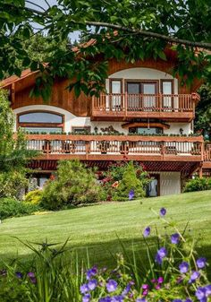 A hillside location and Bavarian exterior at this B&B echoes the alpine-inspired charm of Leavenworth.