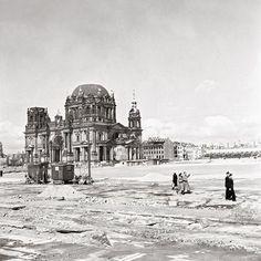 Trümmerhaufen und viel Leere: Mit seinen Bildern zeigte der Fotograf Ernst Hahn die Nachkriegsszenerie in Berlin um 1950. Die Aufnahmen entstanden fast zufällig.