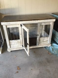 (paid link) how to build a dog kennel out of wood #diydogcrate Custom Dog Kennel, Wooden Dog Kennels, Dog Kennel Cover, Diy Dog Kennel, Diy Dog Bed, Kennel Ideas, Dog Beds, Building A Dog Kennel, Food Dog