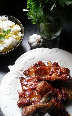 Costine piccanti glassate e Riso bollito con Mais dolce.