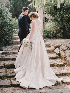 Intimate rustic vintage wedding on a quinta / villa in Alenquer, Portugal. Elopement destination wedding of your dreams. Planning by StudioVictorias Elope Wedding, Wedding Venues, Wedding Dresses, Wedding Abroad, Destination Wedding Planner, Best Wedding Photographers, Stunning View, Portugal, Villa