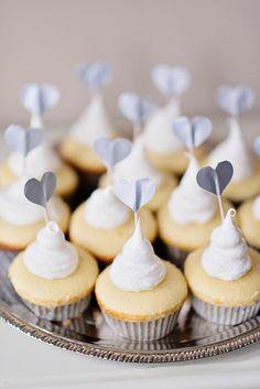 Wedding Cupcakes That Take the Cake Mini Cupcakes, Cupcake Cakes, Heart Cupcakes, Cupcake Toppers, Valentine Cupcakes, Pretty Cupcakes, Valentine Treats, Wedding Sweets, Wedding Cupcakes