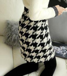 Styleonme_Hound Tooth Wool Skirt #skirt #houndstooth #wool #miniskirt