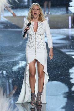 Ellie Goulding shows off her legs