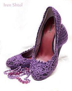 Sapato - how make...crocheting over an existing shoe.  Clever.  ༺✿ƬⱤღ http://www.pinterest.com/teretegui/✿༻