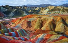 Las alucinantes montañas multicolores de Zhangye