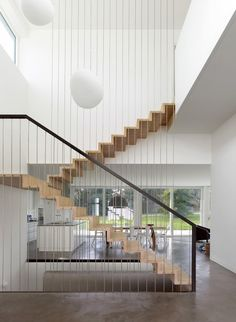 Modern Stairs // A Single Family House / Christian von Düring Stair Handrail, Staircase Railings, Handrail Ideas, Staircases, Staircase Decoration, Open Staircase, Floating Staircase, Banisters, Home Stairs Design