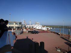 Am Fähranleger von Norddeich. Von hier aus starten die Fähren zu den Inseln Juist und Norderney.