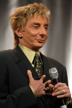 barry manilow photos 2004s | Barry Manilow coming to SPAC