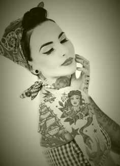 sailor, pin up, rockabilly, throwback + tattoos I think I'm in love Rockabilly Style, Rockabilly Tattoos, Rockabilly Fashion, Rockabilly Girls, Tatto Love, Fake Tattoo, Tatoo Art, Tattoo Ink, Tattoo Girls