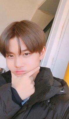baby i like you Bae Jinyoung Produce 101, Future Photos, Lee Daehwi, Ulzzang Boy, Seong, 3 In One, Handsome Boys, Boyfriend Material, K Idols