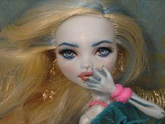 Lagoona, The Sea Monster's Daughter Sea Monsters, Monster High, Disney Characters, Fictional Characters, Halloween Face Makeup, Daughter, Dolls, Disney Princess, Art