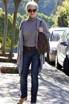 casual-outfits-for-women-over-40-22