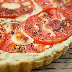 Fresh Tomato Tart with a Basil-Garlic Crust @keyingredient #cheese #tomatoes #delicious