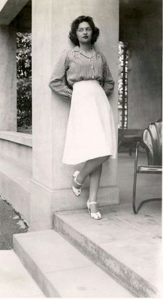 40 Fascinating Candid Snapshots That Show What Women Wore in the ~ vintage everyday 40 faszini 1940s Fashion Women, Retro Fashion, Boho Fashion, Girl Fashion, Vintage Fashion, Womens Fashion, Fashion Fall, Fashion Black, Fashion 2018