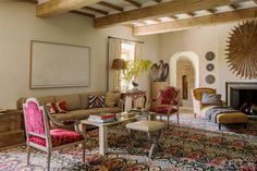 Ikat oriental rug creates an atmosphere of sophistication and comfort in the living room of a vacation home in Umbria, Italy designed by Eric Egan Italian Home Decor, Mediterranean Home Decor, Design Toscano, Italian Farmhouse, Farmhouse Interior, Farmhouse Style, Tuscan House, Elle Decor, Cheap Home Decor
