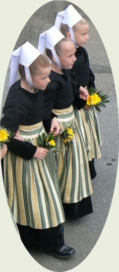 Le défilé des enfants du Festival de Cornouaille