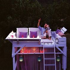 Turn an old bunk bed into a star gazing treehouse ... or a tanning bed ❤️