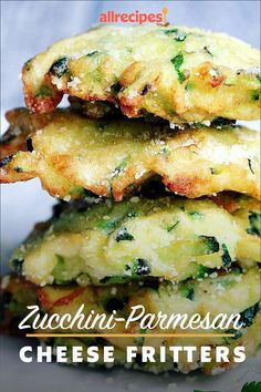 Zucchini-Parmesan Cheese Fritters Make these easy bite-sized zucchini Parmesan cheese fritters for a healthy and delicious snack any time of the day! Side Dish Recipes, Vegetable Recipes, Vegetarian Recipes, Healthy Recipes, Veggie Food, Dinner Side Dishes, Vegetable Side Dishes, Cheese Fritters Recipe, Kitchen Recipes