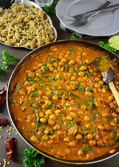 Easy Chickpea & Spinach Curry - With Uncle Ben's Rice. Recipe at… (Vegan Curry Kichererbsen) Easy Healthy Dinners, Healthy Dinner Recipes, Indian Food Recipes, Vegetarian Recipes, Cooking Recipes, Easy Recipes, Weeknight Dinners, Lunch Recipes, Crockpot Recipes