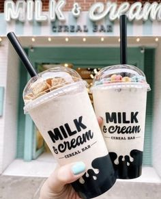 Milk and Cream Cereal Bar Think Food, I Love Food, Good Food, Yummy Food, Cute Desserts, Dessert Recipes, Comida Disney, Bebidas Do Starbucks, Milk Shakes