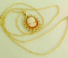 Zart & Fein: GEMME KAMEE ANHÄNGER mit von GoldenShop24 auf Etsy Gold Necklace, Etsy, Jewelry, Necklaces, Gold Jewellery, Neck Chain, Stones, Gold Pendant Necklace, Jewlery