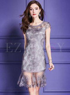 Shop Grey Embroidery Short Sleeve Mermaid Dress at EZPOPSY. Stylish Dresses, Tight Dresses, Elegant Dresses, Fashion Dresses, Formal Dresses, Pink Midi Dress, Gray Dress, Peplum Dress, Bodycon Dress With Sleeves