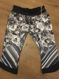 2f1fae78a3 Ted baker Blue Bloom cropped sports Leggings Size M Dark blue floral print  I have the matching crop top for sale in size Small also please take a look  at ...
